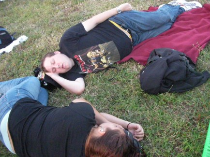 2008-11-14-sts126-prelaunch dan & terri nap before the launch