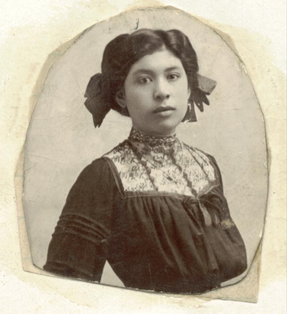 1910 Momma Tonia