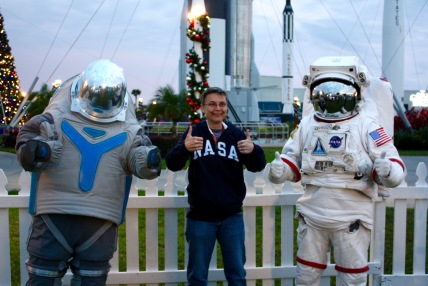 2015-12-18_Spirit-of-Exploration-KSC_26_space-person-photo-op