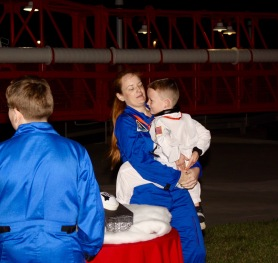 2015-12-18_Spirit-of-Exploration-KSC_35_little-astronaut-begins-holidays-in-space